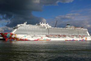 Genting Dream ship